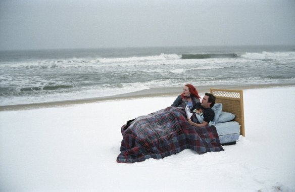 kate-winslet-and-jim-carrey-in-eternal-sunshine-of-the-spotless-mind