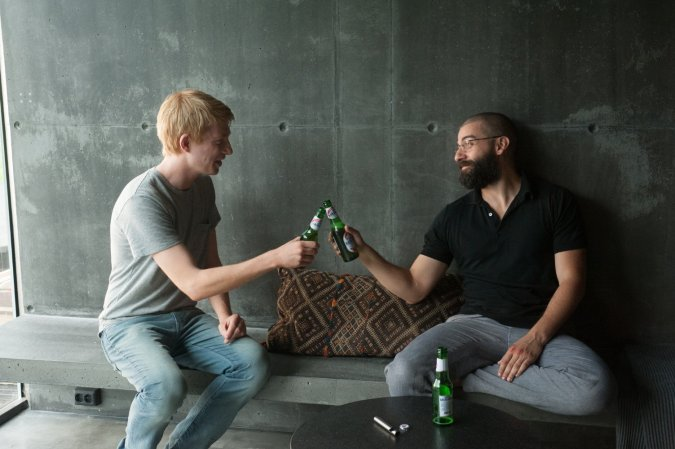 oscar-isaac-and-domhnall-gleeson-in-ex-machina