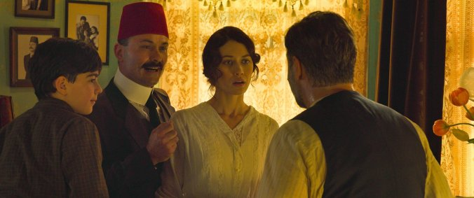 sweaty-russel-crowe-and-olga-kurylenko-in-the-water-diviner
