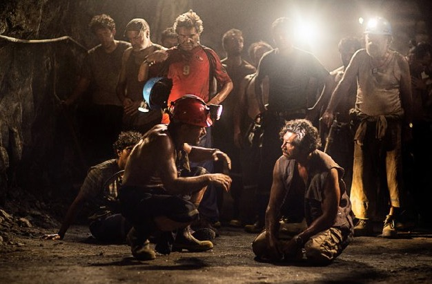 Antonio Banderas inspiring his mining brothers to keep the good faith in 'The 33'