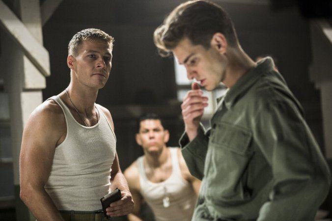 luke-bracey-and-andrew-garfield-in-hacksaw-ridge